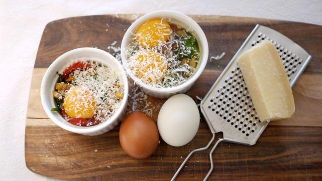 Enkel frokostluksus: Bakte egg med grønnsaker