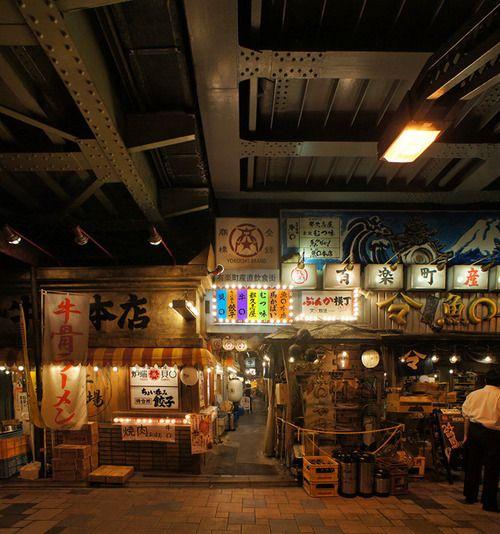夜散歩のススメ「有楽町産直飲食街の入口」東京都千代田区