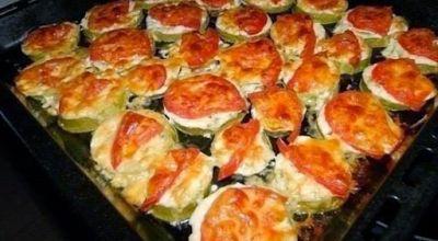 РЕЦЕПТЫ И СОВЕТЫ ХОЗЯЙКАМ: Кабачки с помидорами и сыром.Безумно вкуснo!! Пальчики оближешь!