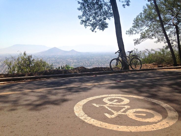 Vista a Santiago subiendo el cerro San Cristóbal. City view from Cerro San Cristóbal. #chile #santiago #vista #view #bici #bike #bicycle #bicicleta #cerrosancristobal #amosantiago #amomibici #amochile #lovesantiago #lovemybike #lovechile #sudamerica #southamerica #naturalezaurbana #urbannature