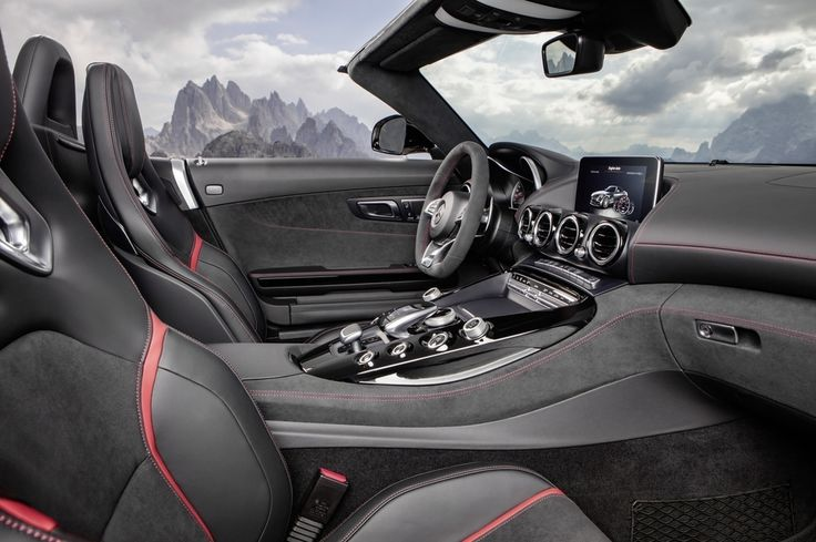 """31.8k aprecieri, 48 comentarii - Mercedes-AMG (@mercedesamg) pe Instagram: """"The Mercedes-AMG GT Roadster is a showstopper on its own, but you'll really turn heads when you…"""""""
