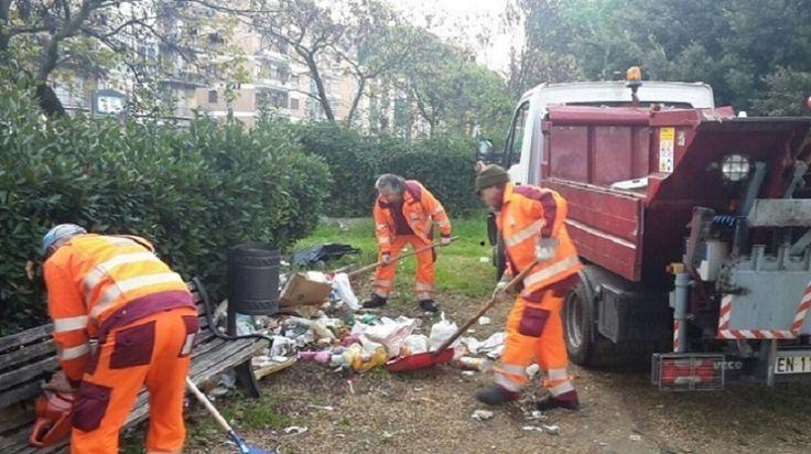 3 mila tonnellate di rifiuti a Roma accumulate nei giorni di Pasqua e Pasquetta, molte di più rispetto al 2015