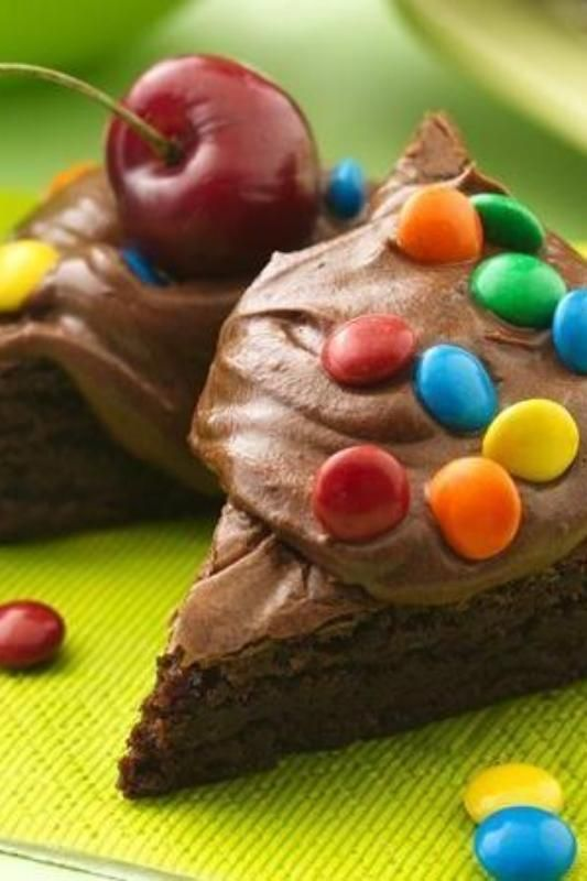 Let your guests create the brownie of their dreams at your next party. Simply make up a batch of Betty's brownie mix and set them up alongside frosting, small knives for spreading, and small bowls of baking bits, candy, fruit and/or marshmallows. Add a scoop of ice cream to make it a sundae!