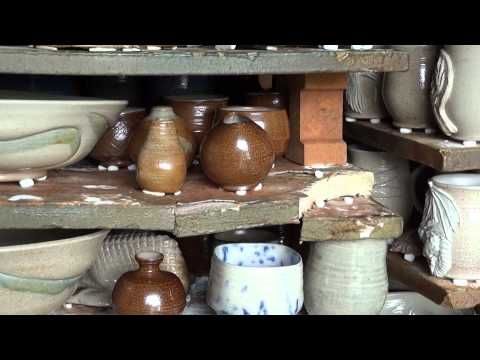 SIMON LEACH POTTERY TV - Opening the salt kiln May 10 '14 - YouTube