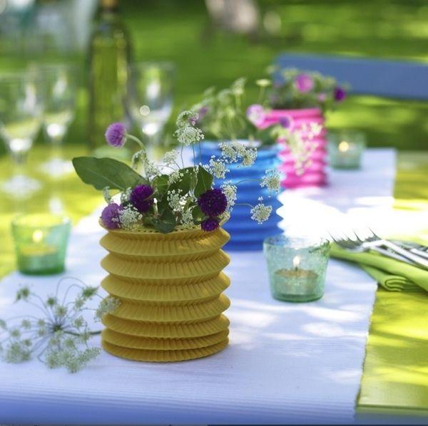 Ideen für fröhliche Tischdeko im Spätsommer-Ideen mit Laternen.limettengrüne Tischdecke