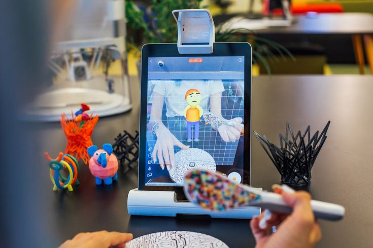 Yeehaw wand helps you to create your own 3D drawing designs easily via a VR mobile app. It is lightweight, portable and is suitable for any casual artwork. #smart #pen #3d #drawing #kid #kickstarter #art #artwork