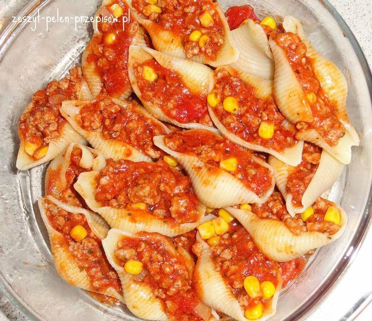 Conchiglioni nadziewane mięsem mielonym w sosie pomidorowym