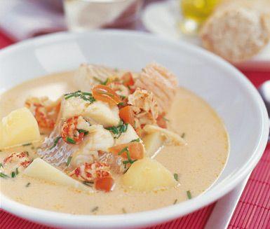 Matig fisksoppa med kräftor