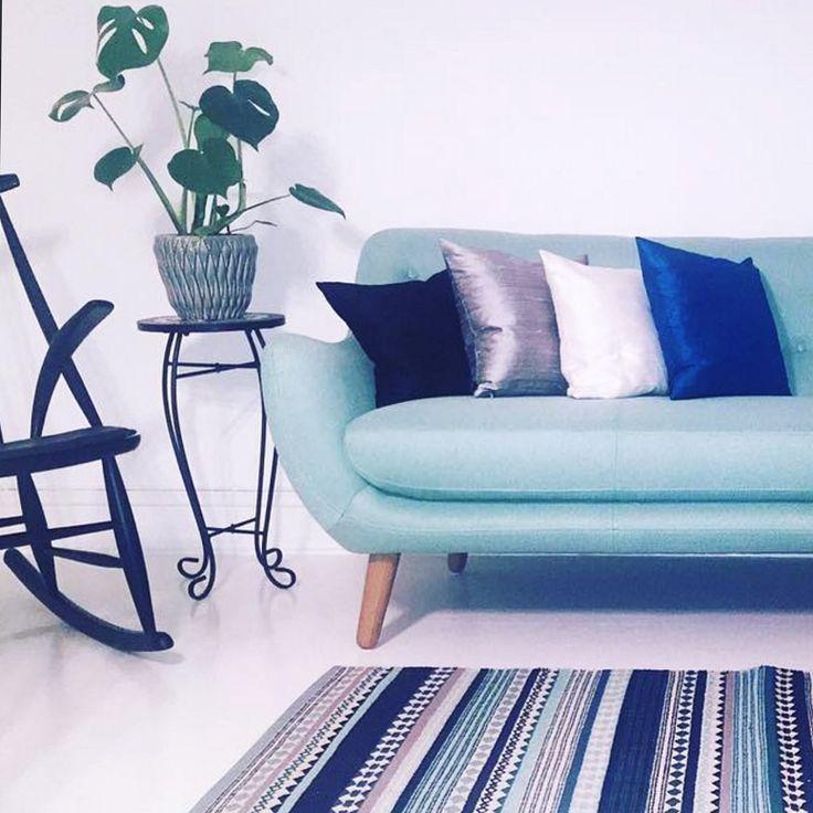 Herman entspannt sich bei @sidselkk #danishdesign #furniture #scandinaviandesign #interiordesign #furnituredesign #nordicinspiration #retrostyle #blue #Sofa