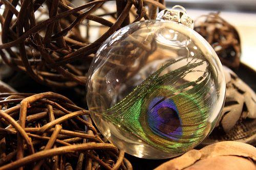 {BRICOLAJE} Bolas de Navidad con plumas - Accidiosa V