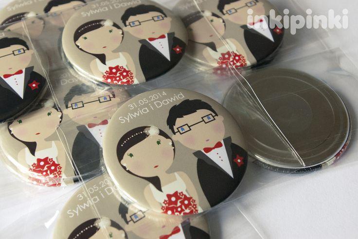 Komplet magnesów z personalizowaną Para Młodą - świetny pomysł na oryginalne podziękowania dla Gości Weselnych!  Dostępne w butiku Madame Allure.