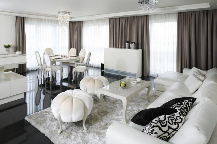 Czarno-biały salon. Zobacz galerię modnych aranżacji  - zdjęcie numer 2