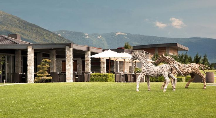 Jiva Hill Resort Crozet Jiva Hill Resort is located in the foothills of the Jura Mountains, just 10 minutes from Geneva Airport. It has an indoor heated swimming pool and a spa and wellness centre.