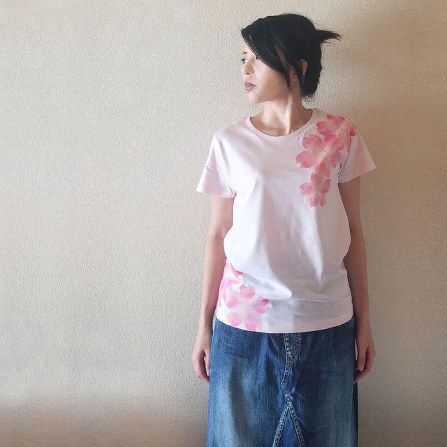 レディース 舞桜柄Tシャツ 手描きで描いた和風の桜の花柄Tシャツ 桜色 | ハンドメイドマーケット minne