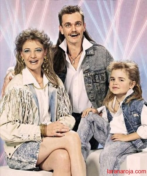 familia de no dar crédito: 80S, Mullets, Family Photos, Family Portraits, Funny Stuff, Mullet Family, Families