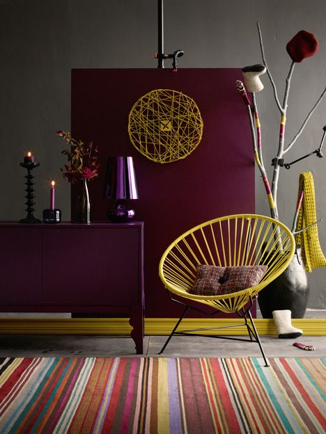 Any of the stripes in the rug could equally well have been the accent color in this room.