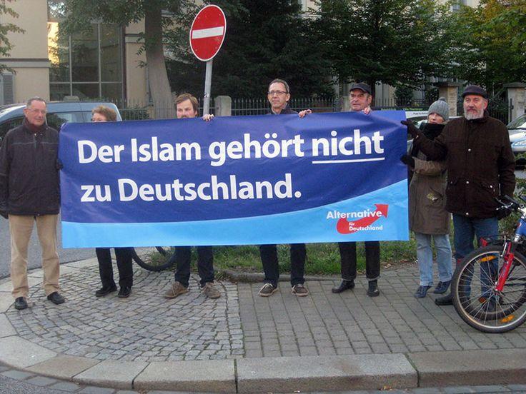 Der Islam gehört nicht zu Deutschland. Zur Realität Deutschlands gehören jedoch Menschen islamischen Glaubens, die wir akzeptieren, sofern sie friedlich und integriert unter uns leben. — Programm der AfD
