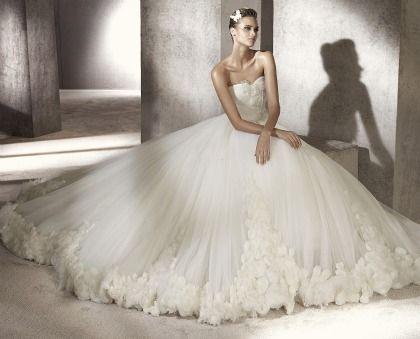 Os mais bonitos vestidos de noiva de Pronovias 2012