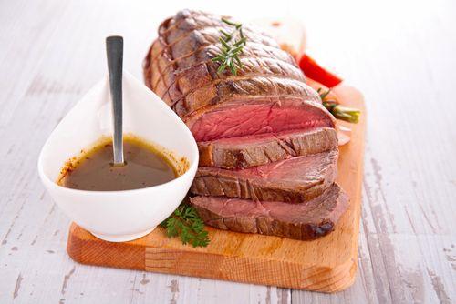 roast beef con salsa gravy
