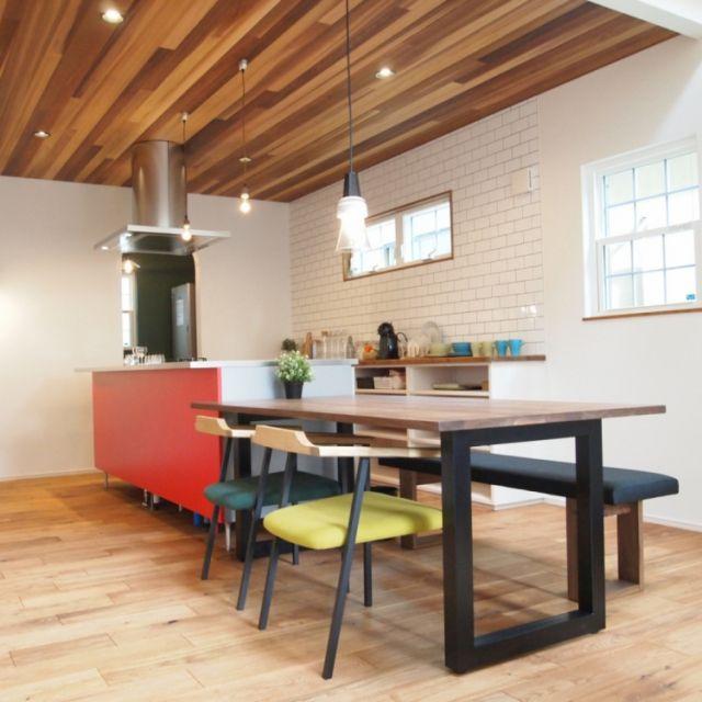 fukui-kensetsuさんの、アイランドキッチン,サブウェイタイル,レッドシダー天井,トーヨーキッチン,キッチン,のお部屋写真