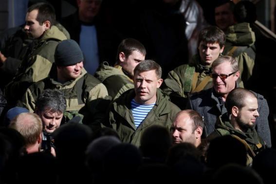 Alexander Zakharchenko (C), separatist leader of the self-proclaimed Donetsk People's Republic, visits the Kholodnaya Balka mine in Makiivka, outside Donetsk, October 29, 2014.  REUTERS/Maxim Zmeyev