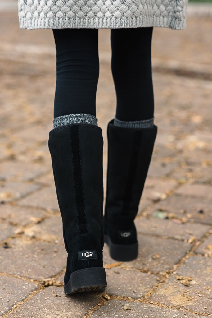 What comes to mind when you think of style perfection? Chunky knits and the new #ClassicSlim boot. @sequinsandthings