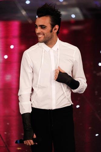 """Sanremo 2010: """" Marco Mengoni è salito sul palco, ha dato l'anima e se n'è andato. Prendendosi gli applausi di una folla in visibilio, che alla fine è esplosa, gridando il suo nome.""""  h  http://www.corriere2000.it/2010/02/scrosci-di-applausi-per-marco-mengoni/  http://www.solis.it/index.php?option=com_content=article=113%3Asolis-special-guest-di-marco-mengoni-a-sanremo-2010=1%3Aultime=92=it"""