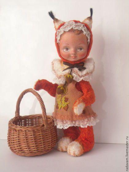 Купить или заказать Тедди-долл  'Рыжая белочка' в интернет-магазине на Ярмарке Мастеров. Девочка -белочка,рыжая,с кисточками на ушках (между прочим ,не пожалела настоящую беличью кисть) ,в сарафане ' с орешками' ищет добрую хозяйку и уютный теплый дом. Белочка пошита из натурального советского плюша в технике ' тедди'. Лапки на шплинтах и дисках,голова поворачивается. Набита древесными стружками,лицо из папье-маше,оклеено трикотажным полотном,загрунтовано и расписано акриловыми красками.