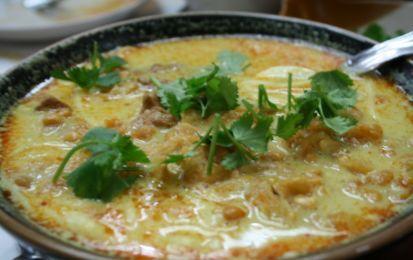 Pollo stufato al latte di cocco - Ricetta Pollo stufato al latte di cocco, ricetta thailandese gustosa e delicata.