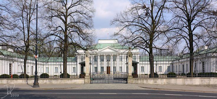 warszawski Belweder, także znajdujący się w kompleksie Łazienek; wyrósł na miejscu wcześniejszego, barokowego pałacu autorstwa Jakuba Fontany w latach 20 XIX wieku; jest więc późniejszy niż Pałac na Wyspie czy Królikarnia; zaprojektował go polski architekt Jakub Kubicki