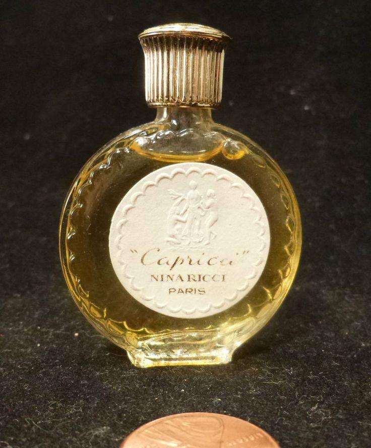les 339 meilleures images du tableau miniatures de parfums sur pinterest flacons de parfum. Black Bedroom Furniture Sets. Home Design Ideas
