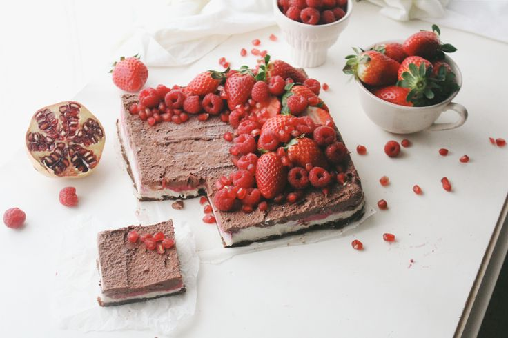 Berry Chocolate Vanilla Raw Cheesecake