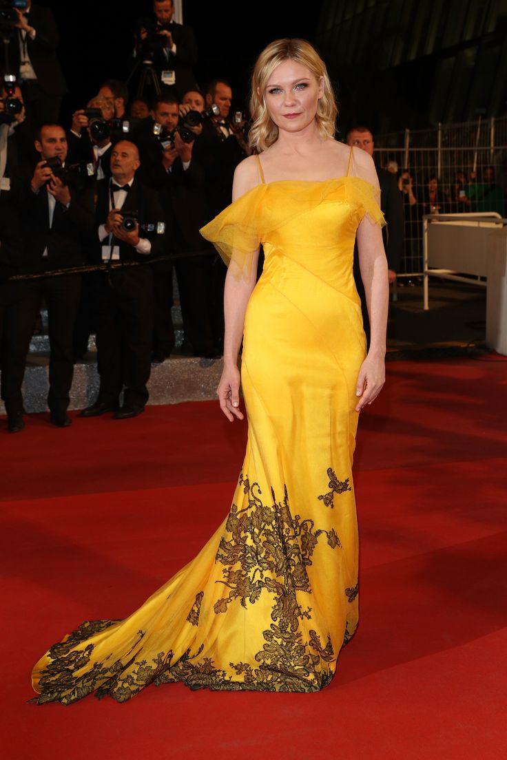 """Kirsten Dunst - """"The Neon Demon"""" Cannes Premiere - Maison Margiela"""