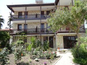 #Otel #Oteller #OtelRezervasyon - #Antalya, #Manavgat - Antik Otel Side Manavgat - http://www.hotelleriye.com/antalya/antik-otel-side-manavgat -  Genel Özellikler Bar, 24-Saat Açık Resepsiyon, Bahçe, Emanet Kasası, Bagaj Muhafazası, Klima, Restoran (büfe) Otel Etkinlikleri Faks/Fotokopi, Havaalanı Servisi (ek ücrete tabi) İnternet Bağlantısı İnternet Ücretsiz! Wi-fi otel genelinde mevcuttur ve ücretsizdir. Otopark Otopark Otelde (rezervas...