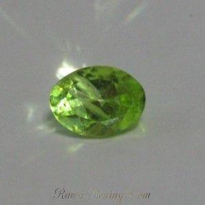 Batu Mulia Peridot Oval 0.8 carat - Rawa-Bening.Com