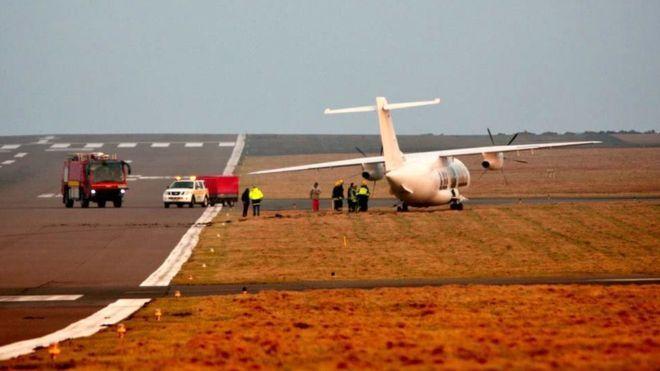 PHOTO Dornier 328 (D-CTRJ) runs off the side of the runway on landing at Sumburgh Airport, Shetland Islands (UK). (26-JAN-2017). @BBCNews