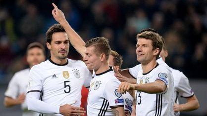 Toni Kroos bringt Deutschland mit 2:0 in Führung | Bildquelle: dpa/Daniel Reinhardt