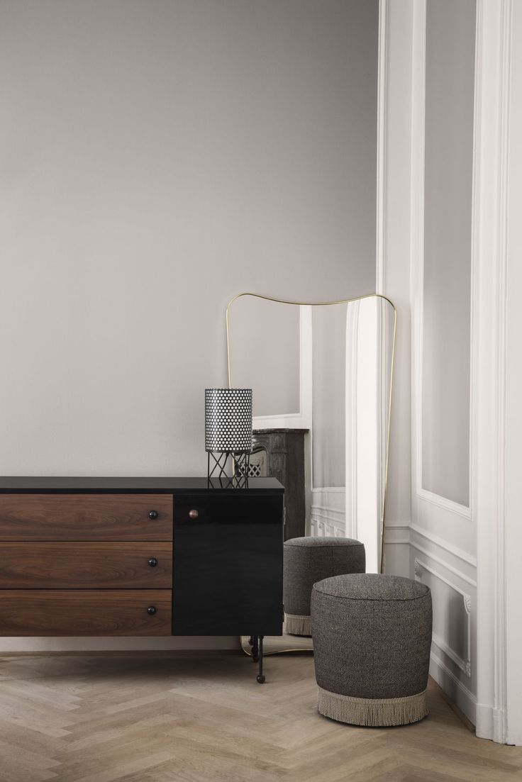 Grossman dresser, Pedrera table lamp and Gubi Pouffe 38. Skab, bord lampe, puf.