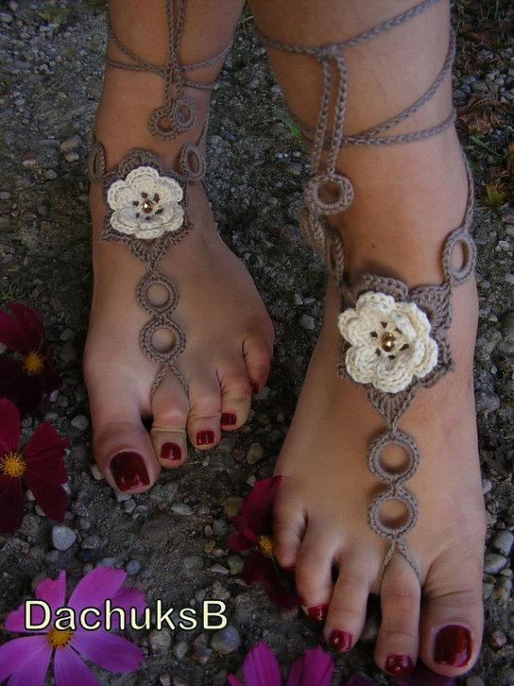 Lots of pretty barefoot sandals (no patterns, but good ideas)