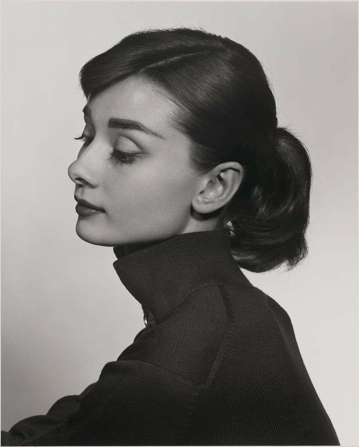 Audrey Hepburn photographed by Yousuf Karsh. | For more old school love, click here--> https://www.pinterest.com/thevioletvixen/old-school-love/