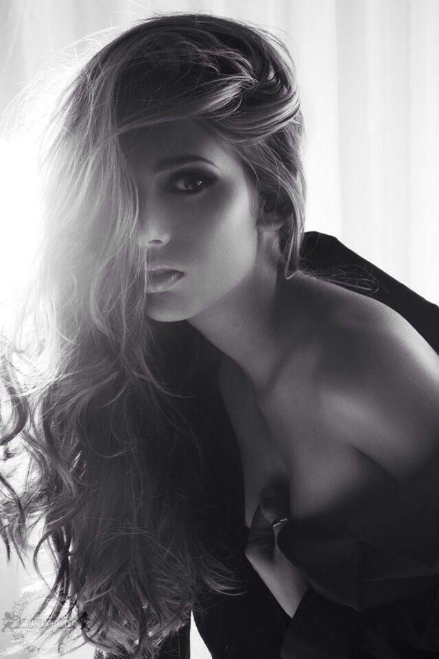Seductive - Boudoir Photography - Portrait - Black and White - Lingerie - Pose Idea
