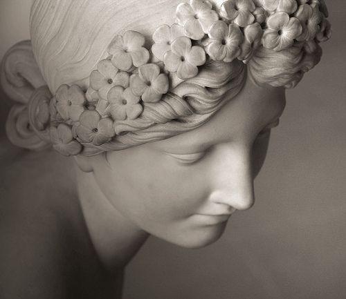 Je suis belle ô mortels ! comme un rêve de pierre, | Flickr - Photo Sharing!