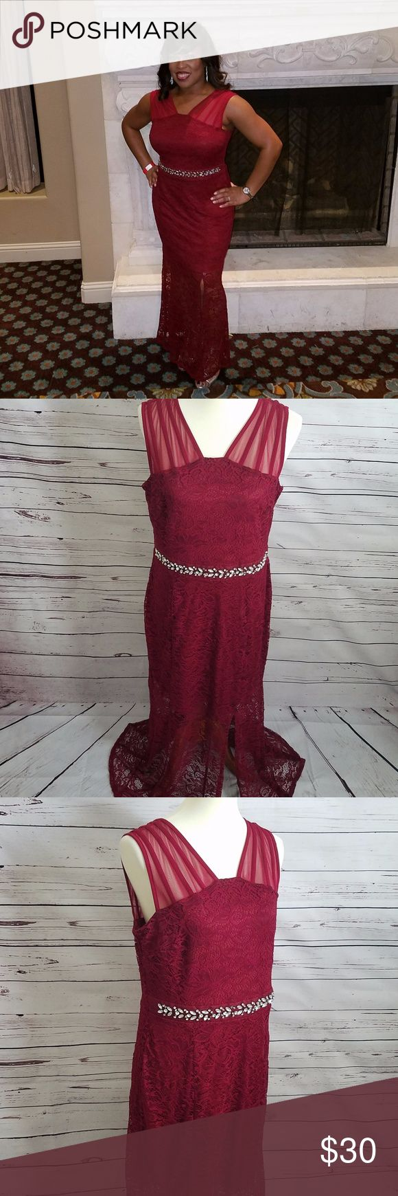 Enfocus Studio Lace Cocktail Gown Embellished Belt Enfocus Studio Red Formal Lace Gown with Embellished Belt.  Sleeveless and Front Split Size 14. Enfocus Studio Dresses