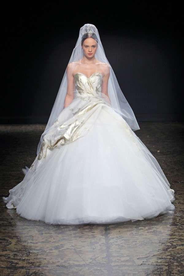 Abiti peplum, tendenza sposa 2015 - Lazaro, vestito nuziale peplo