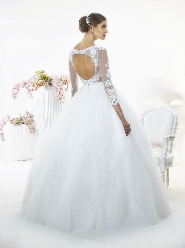 Suknia ślubna Nessa Tył z kolekcji White Butterfly firmy Relevance Bridal. Wedding Gown Penelope from White Butterfly Collection from Relevance Bridal. #SuknieŚlubne #SukniaŚlubna #RelevanceBridal #Ślub #OdzieżDamska  #Wedding #WeddingGown #WeddingDress #Womenwear