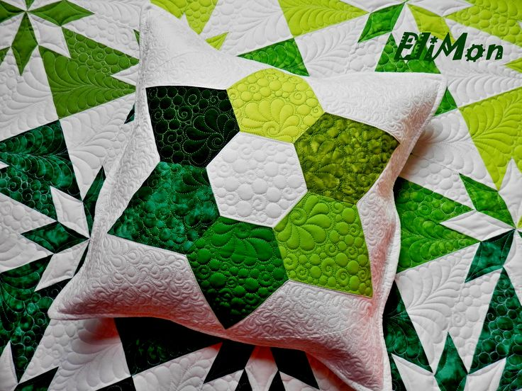 Pillow patchwork and quilting, pattern hexagon, green & white