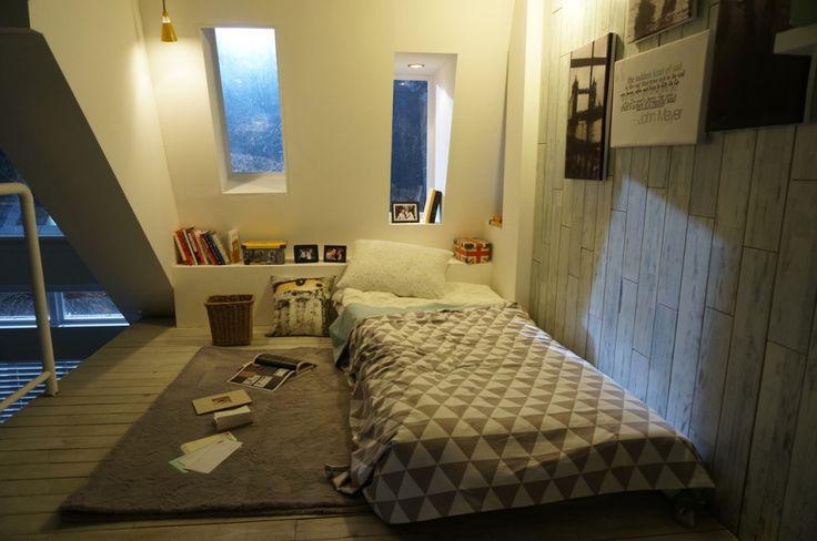 korean interior design - Ideas: onvertible Bedroom With omfy Mattress Fur ug Pendant ...
