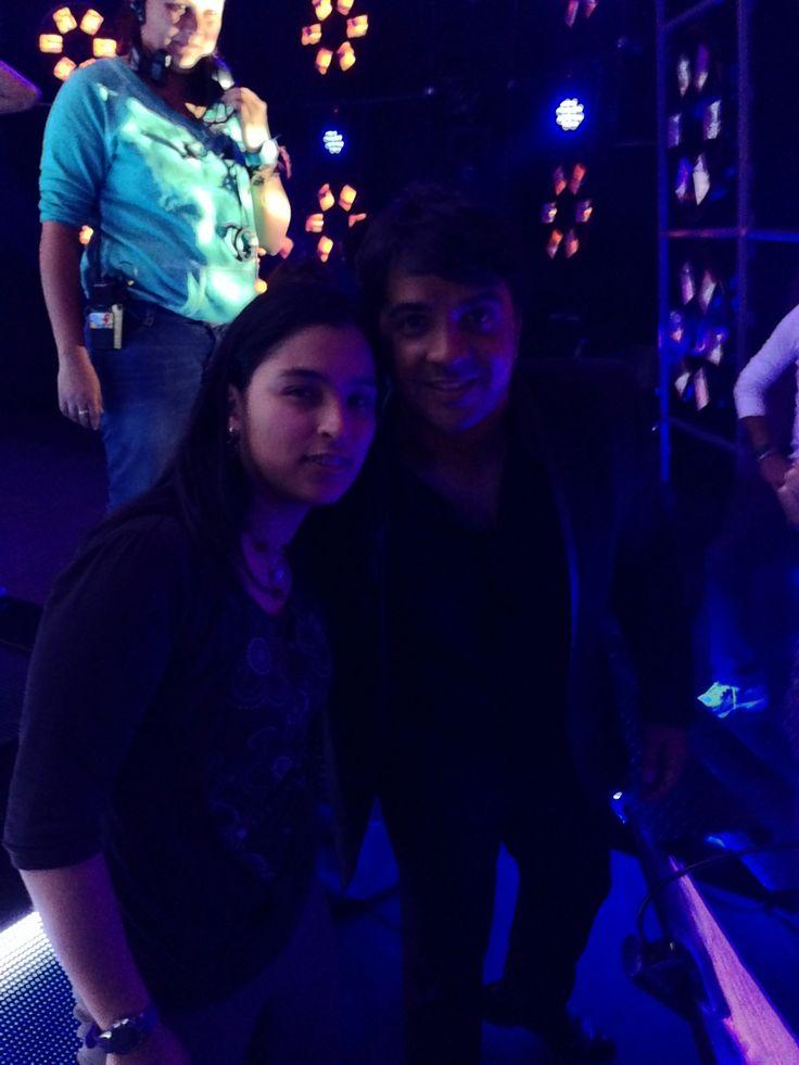 Nuestra Taty junto a Luis Fonsi antes de salir del escenario de la Voz Colombia!