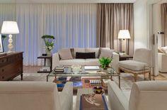cortina-com-xale; Cortina dupla, primeiro um voil só pra filtrar a luz e por cima uma tecido mais encorpado que escurece e dá um acabamento mais sofisticado. #assimeugosto Projeto Kwartet Arquitetura.