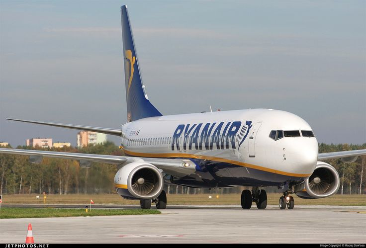 Boeing 737-8AS, Ryanair, EI-DYV, cn 37512/2746, 189 passengers, first flight 2.12.2008, Ryanair delivered 19.12.2008. Active, for example 30.9.2016 flight London - Budapest. Foto: Bydgoszsz, Poland, 19.10.2014.
